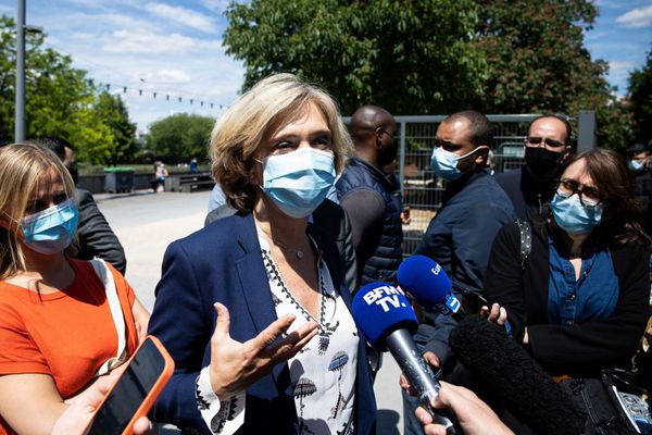 Valérie Pécresse devant la presse le 29 mai 2021 après avoir visité le jardin d'Eole à Paris où s'étaient regroupés des consommateurs de crack/ Archives