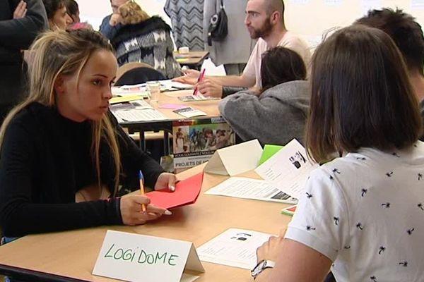800 missions de service public ont été proposées lors d'un speed dating, lundi 11 septembre, à Clermont-Ferrand.