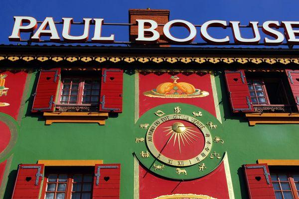 L'équipage de l'Auberge Paul Bocuse, éclairé par l'étoile flamboyante, celle du Guide Suprême, continuera dans cette voie, rebondira, et gagnera sa 3ème étoile.