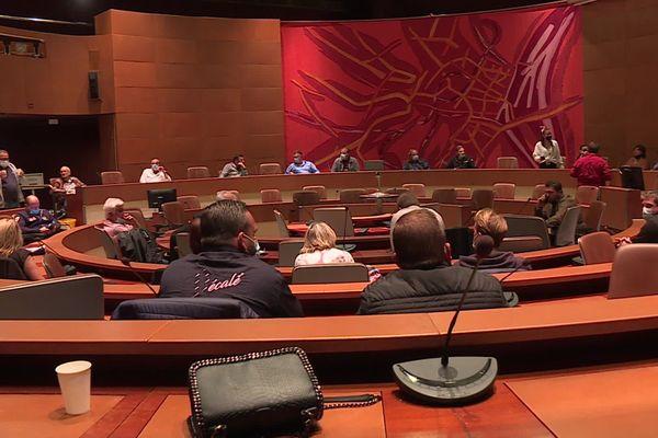Les forains ont pris la place des élus au centre administratif.