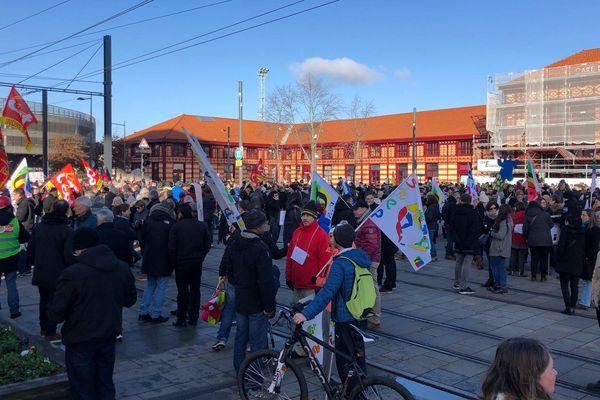 Les manifestants stéphanois se sont donnés rendez-vous devant la gare de Châteaucreux.
