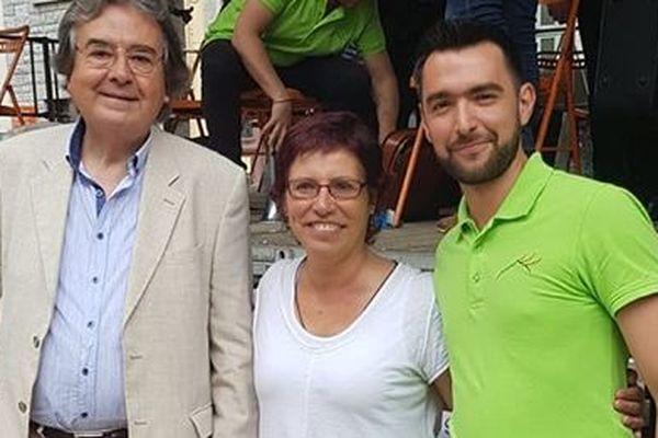 Mercè Navarro (au centre), vainqueur du 2° concours de sardanes dansantes de Prats de Mollo. A ses côtés, le maître Jordi León (à gauche) prend la deuxième place et David Pigassou ( à droite) de la Cobla Tres Vents, la troisième.