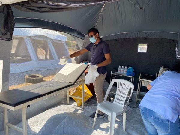 Des tentes d'SOS sont dédiées au seul dépistage, et désinfectées à chaque passage