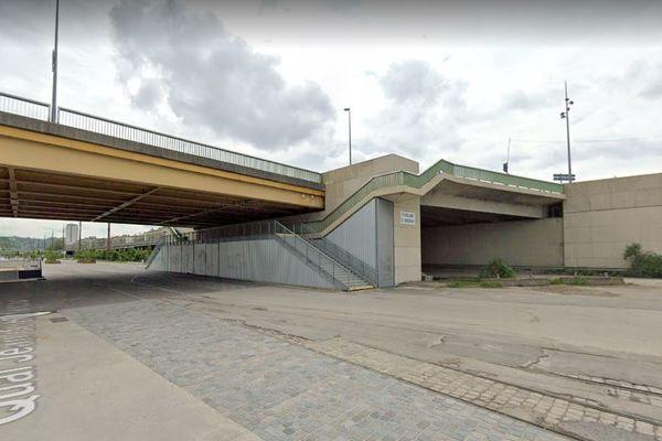 Le corps a été retrouvé sur les quais rive-gauche à Rouen au pied du pont Guillaume le Conquérant.