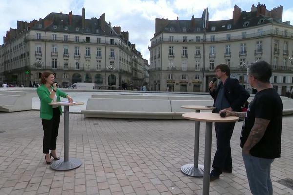 Virginie Charbonneau entourée de Vianney Marzin, directeur du Pôle de coopération pour les musiques actuelles en PDL et Ben Barbaud, directeur du Hellfest