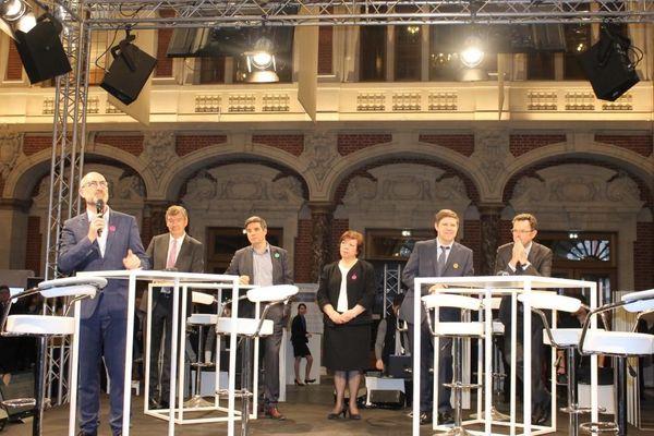 Laurent Rigaud et Frédéric Motte sur la table de droite dans l'enceinte de la Chambre de Commerce et d'Industrie (CCI) Grand Lille