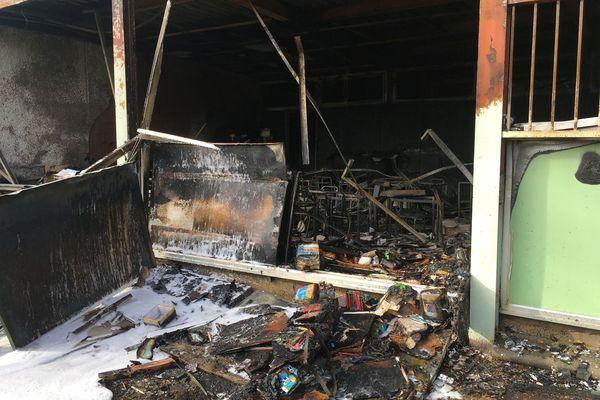 Les locaux de l'école primaire Les Tamaris de Béziers, brûlés par un incendie criminel lors de la nuit d'Halloween en novembre 2019.