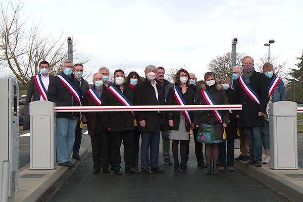 Les maires mobilisés contre le parking payant de la clinique de L'Union ce matin à Saint-Jean (Haute-Garonne)