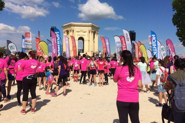Les coureurs de la Montpellier-Reine se sont réunis aux jardins du Peyrou.