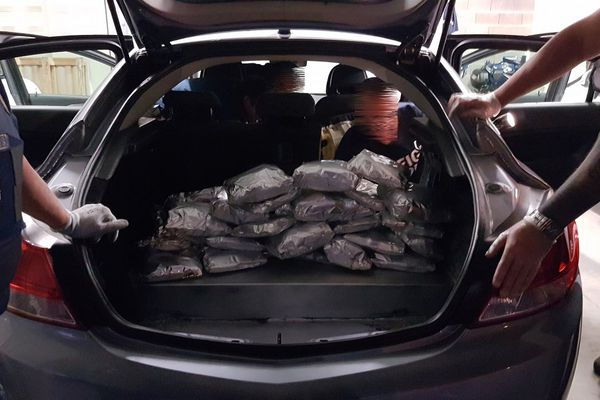La drogue a été découverte dans une cache aménagée dans le coffre d'une voiture