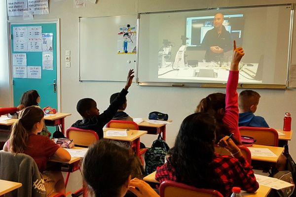 Une classe connectée avec un animateur scientifique d'Océanopolis