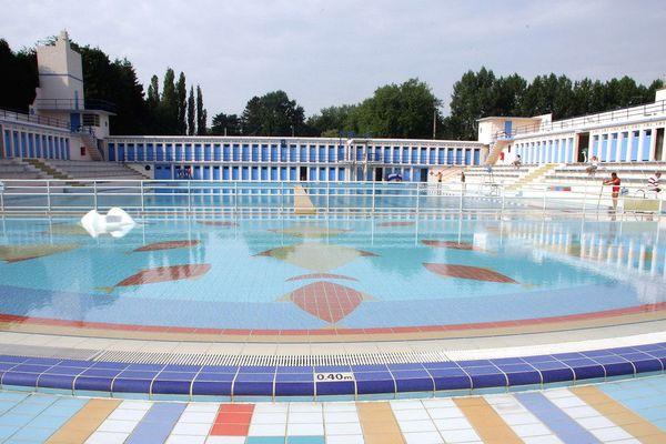 La piscine publique Roger Salengro de Bruay-la-Buissière a été inaugurée en 1936 et est inspirée du courant art déco.