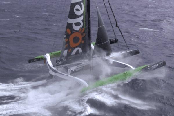 Thomas Coville sur Sodebo entame la traversée du Pacifique avec plus de 1 100 milles d'avance sur le précédent record de tour du monde en solitaire.