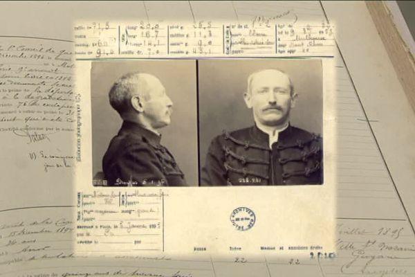Les gardiens de la prison de St-Martin-de-Ré ont écrit de très nombreux rapports sur la détention d'Alfred Dreyfus. Ils sont conservés aux Archives départementales de Charente-Maritime.