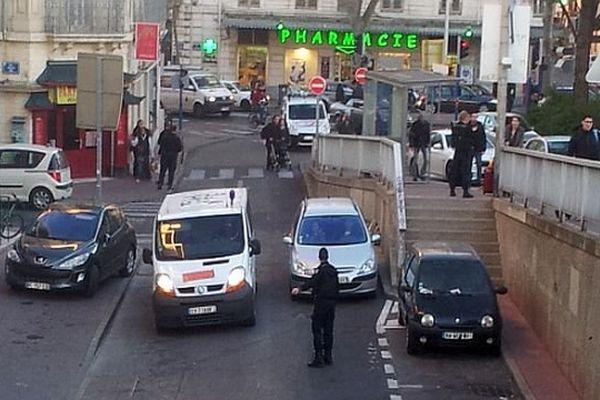 Montpellier - la police à la gare Saint-Roch après une alerte à la bombe - 9 janvier 2015.