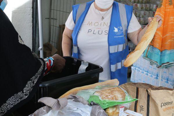 Le Secours Populaire de la Manche a presque doublé sa distribution de colis alimentaire après le déconfinement en passant de 1 000 colis à 1 900 pour subvenir aux besoins des bénéficiaires, de plus en plus nombreux. (Image d'illustration)