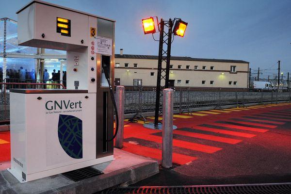 La première station parisienne de gaz naturel pour véhicules, octobre 2008