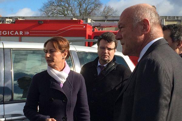 Ségolène Royal et Alain Rousset, président de la région ALPC, à la cellule de crise installée à la caserne des pompiers de Rochefort.