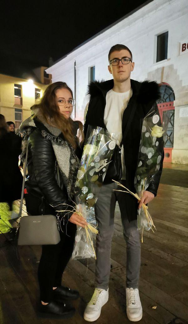 Bryan Laumain, 19 ans, ami de Corantin et Enzo, est venu leur rendre un dernier hommage avec sa copine Coralie Gaffé.