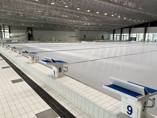 Au bord du bassin olympique.
