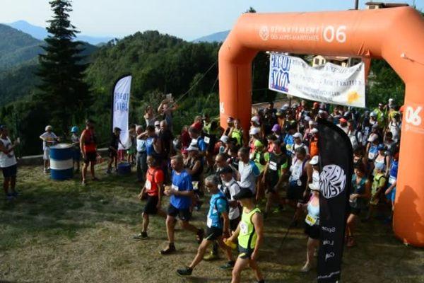 147 participants sur la ligne de départ de la Verticale dimanche matin.