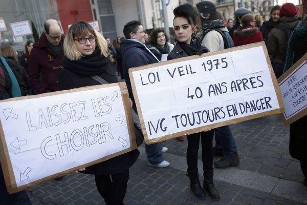 Manifestation Pro-avortement pour défendre les droits de l'avortement en réaction à une manifestation anti-avortement, dimanche 19 janvier à Paris