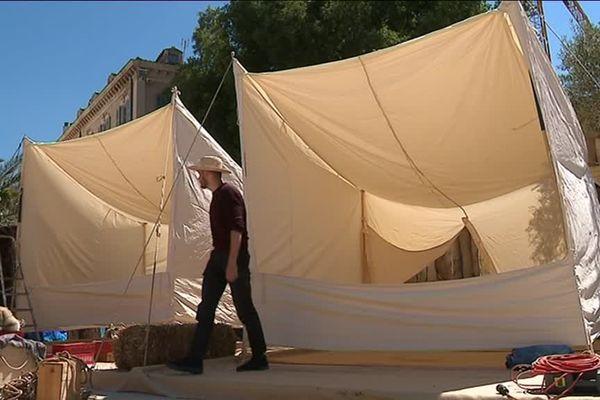 Une vingtaine de tentes ont été installées place Gabriel Peri à Nîmes pour la reconstitution d'un camp de légionnaires - 1er mai 2019