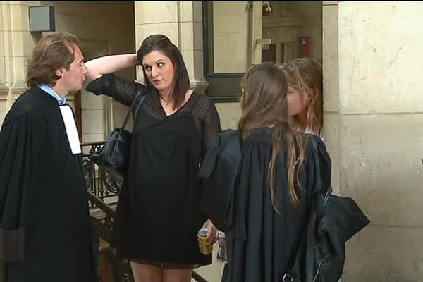 Vêtue de noir, très posée et précise, Sandra Bertin s'est présentée devant le tribunal  correctionnel de Paris qui la juge pour diffamation le 7 juillet dernier.