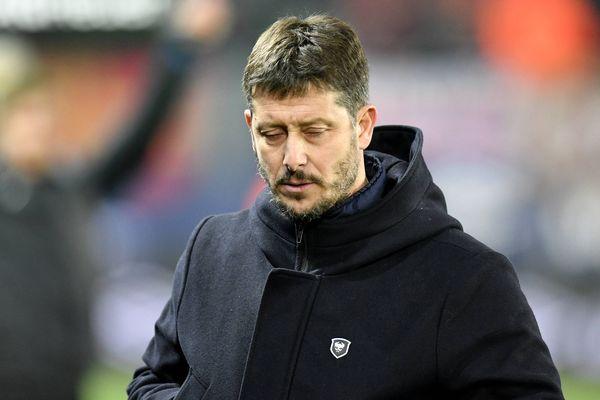 L'entraîneur, Fabien Mercadal, lors de la rencontre Caen-Nantes, où son équipe s'est inclinée 1-0