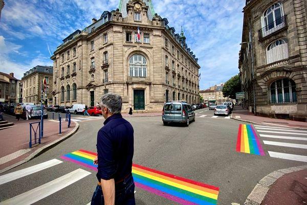 Cinq passages piétons arborent désormais les couleurs de l'arc-en-ciel à Limoges