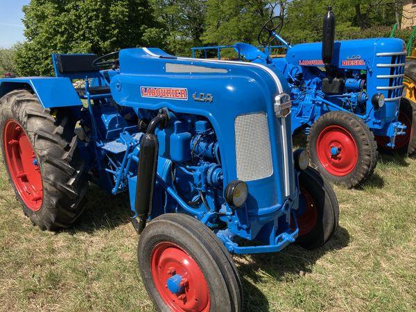 deux superbes tracteurs LABOURIER de la collection Imbert dans le Gard