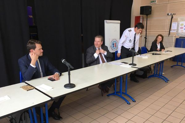 Le maire de Charleville-Mézières a assisté à la conférence de presse en présence du procureur.