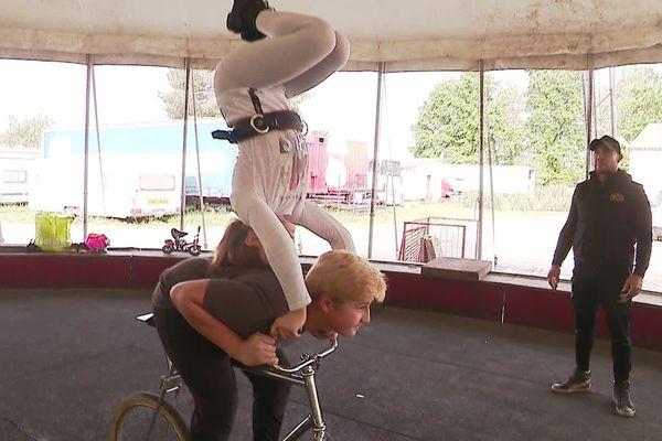Les artistes du cirque Gruss continuent de s'entraîner en période de confinement