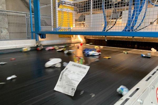 L'usine dispose désormais de 7 trieurs optiques, capable de reconnaître et séparer 3 types de plastiques simultanément.