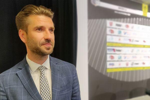 Le nouvel entraîneur de l'ASC, Luka Elsner, après sa présentation en conférence de presse le 20 juin 2019