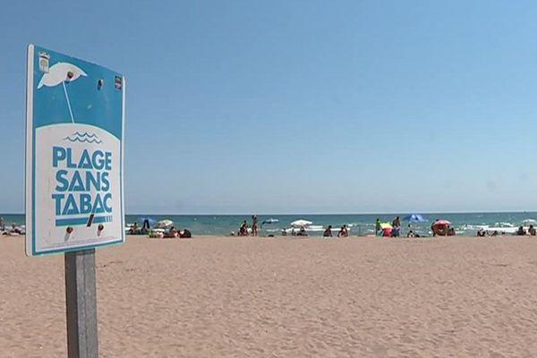 Sur la plage de Saint-Pierre la Mer dans la commune de Fleury d'Aude, une bande de sable longue de 200 mètres est dédiée aux non-fumeurs.