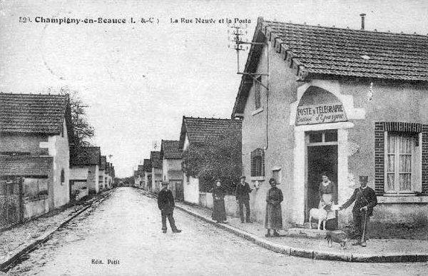 Champigny-en-Beauce rue Neuve et la poste
