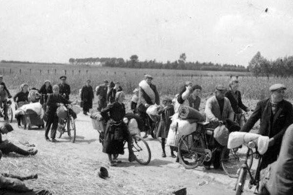 Mai 1940 : les populations civiles fuient la Hollande, la Belgique et le nord de la France en passant par Abbeville.