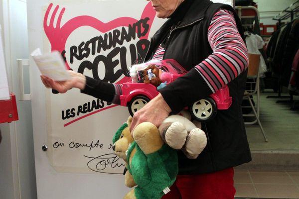 Des jouets étaient destinés à une centaine de familles bénéficiaires.L'association porte plainte.