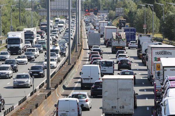 Comme chaque année, le chassé-croisé des vacanciers provoque de nombreux embouteillages.