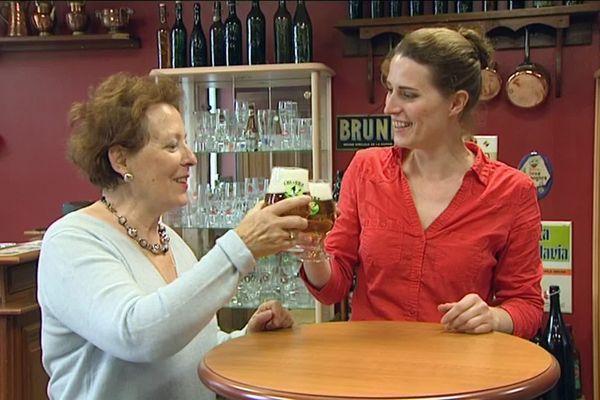 À la brasserie De Clerck, Eliane, la maman de Joséphine n'est jamais bien loin.