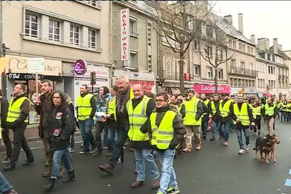 """Environs 200 """"gilets jaunes"""" manifestent dans le calme ce samedi 8 décembre à Saint-Lô"""