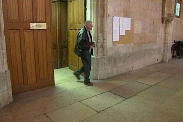 Marcel Lechien sort -libre- du tribunal de Rouen le 13 mai 2013