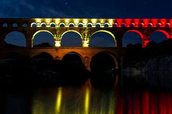 Le Pont du Gard aux couleurs de la Belgique après les attentats de Bruxelles - 22 mars 2016