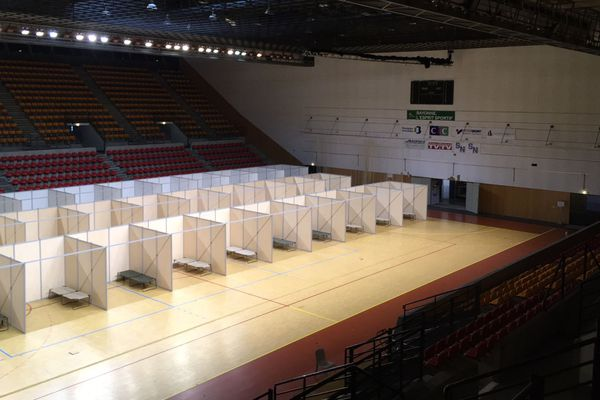 Des boxes individuels pour accueillir les SDF et les protéger des risques liés à la pandémie.