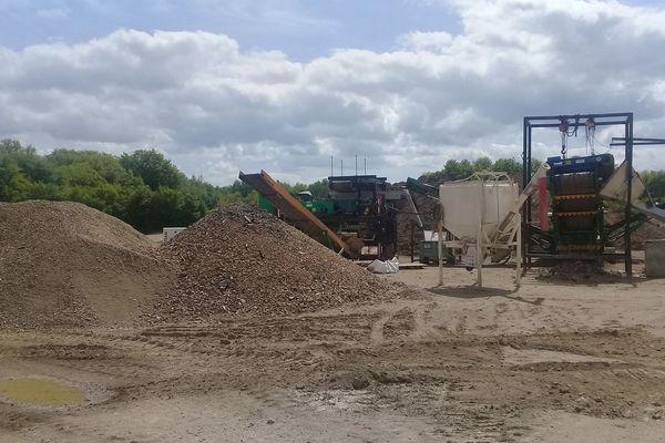 La dépollution des anciennes usines Manurhin, dans l'Allier, prendra fin à la fin de l'été 2018. La communauté d'agglomération de Vichy réfléchit à l'avenir du site.