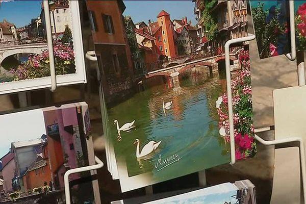 Les cygnes font partie de la carte postale d'Annecy