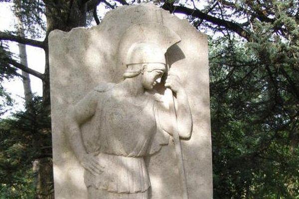 La stèle de Clemenceau à Mouchamps en Vendée a été profanée peu avant la venue du ministre de l'intérieur Manuel Valls