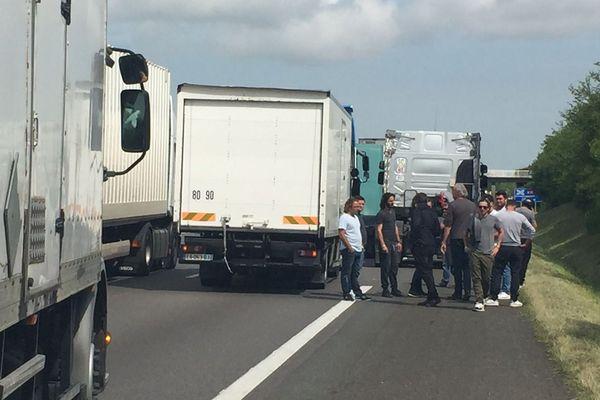 Opération-escargot jeudi matin des forains sur l'A71, puis l'A10 en direction d'Artenay (Loiret) - 26 mai 2016