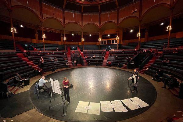Le Collectif du 23 janvier, à Reims, lors d'une assemblée générale, au Manège.